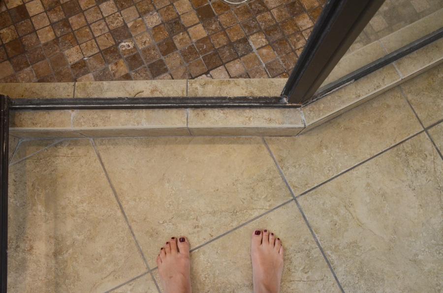 master-bathroom-before-8