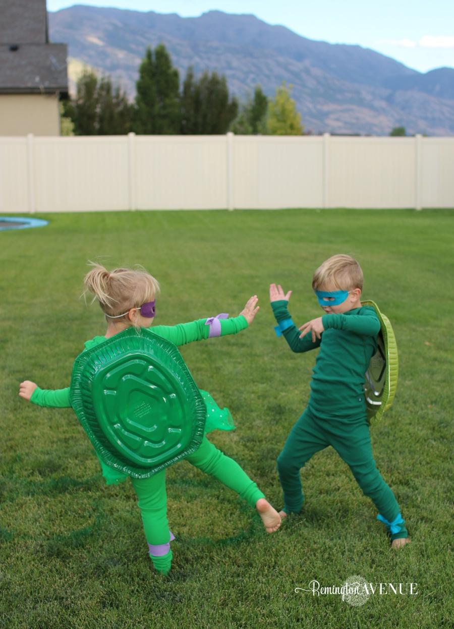 Thrifty DIY teenage mutant ninja turtle costume ideas. Perfect for parties or Halloween