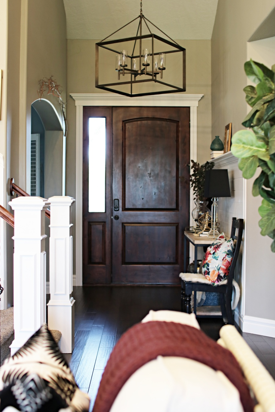 Shiplap entry way with a crown molding shelf