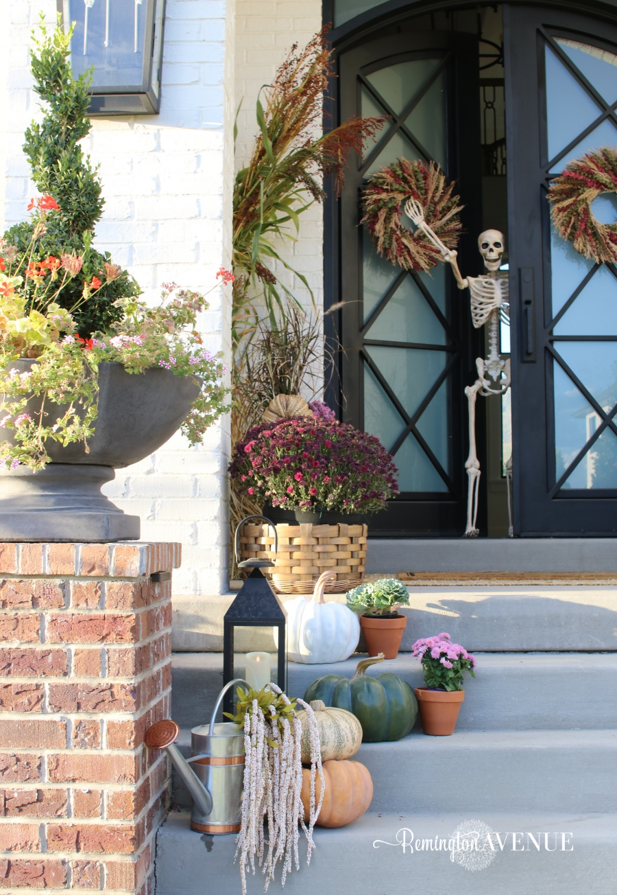 5 must haves for a fall front porch