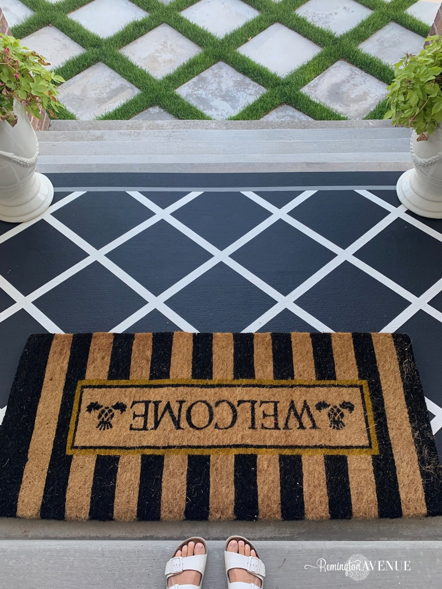 paint a porch or patio rug