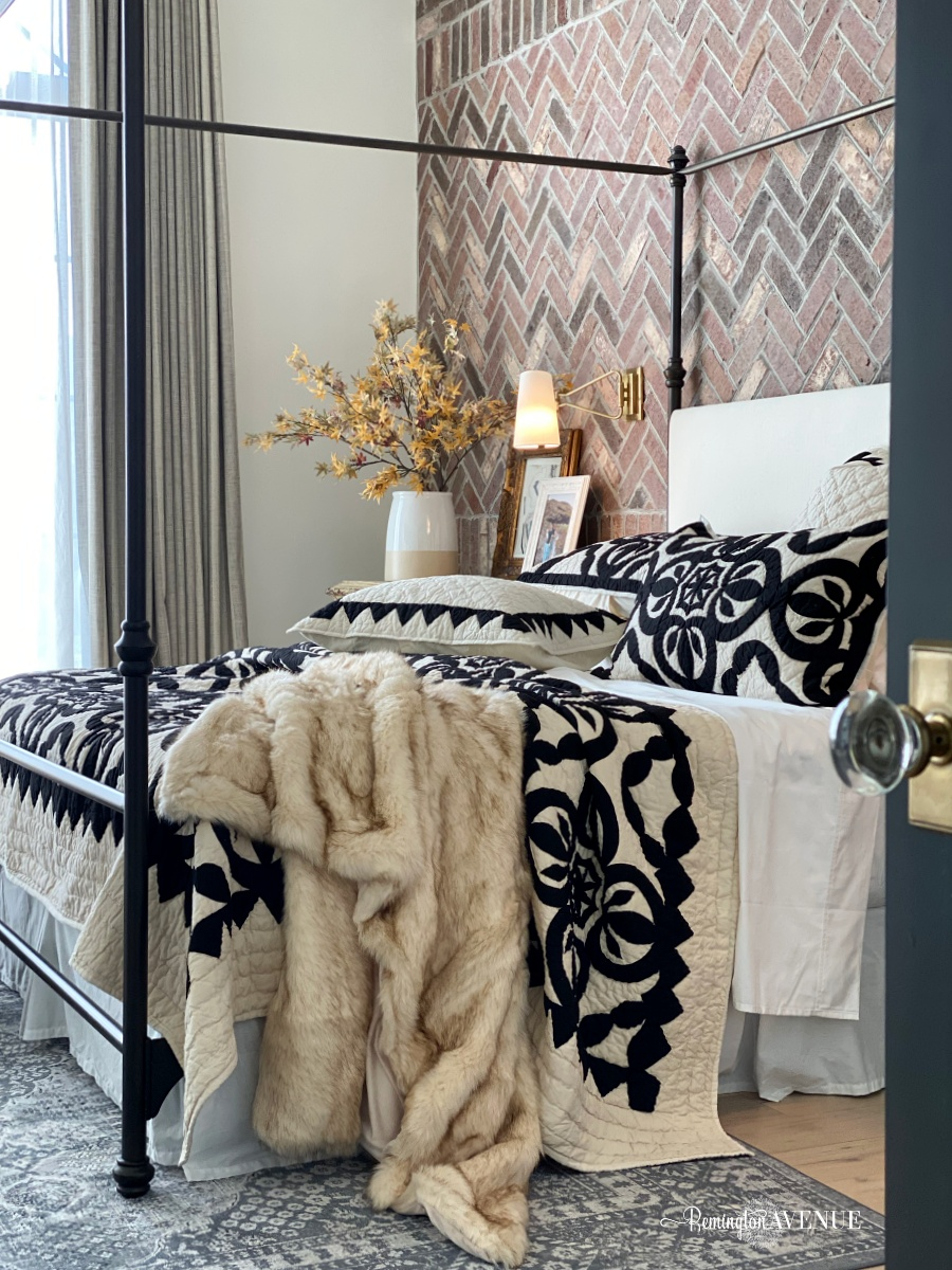 fall bedding- layer up with black and white quilt