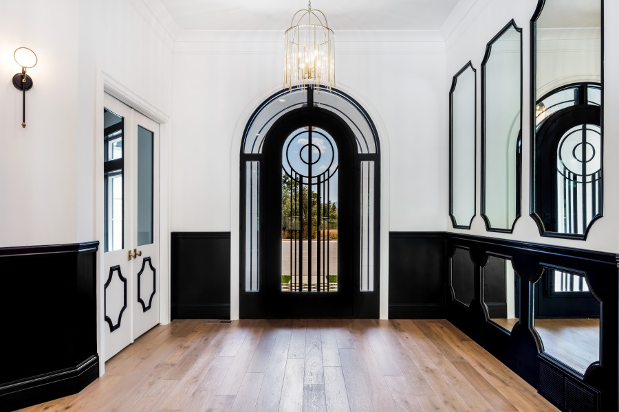 mirrored entry way wall with black and white molding