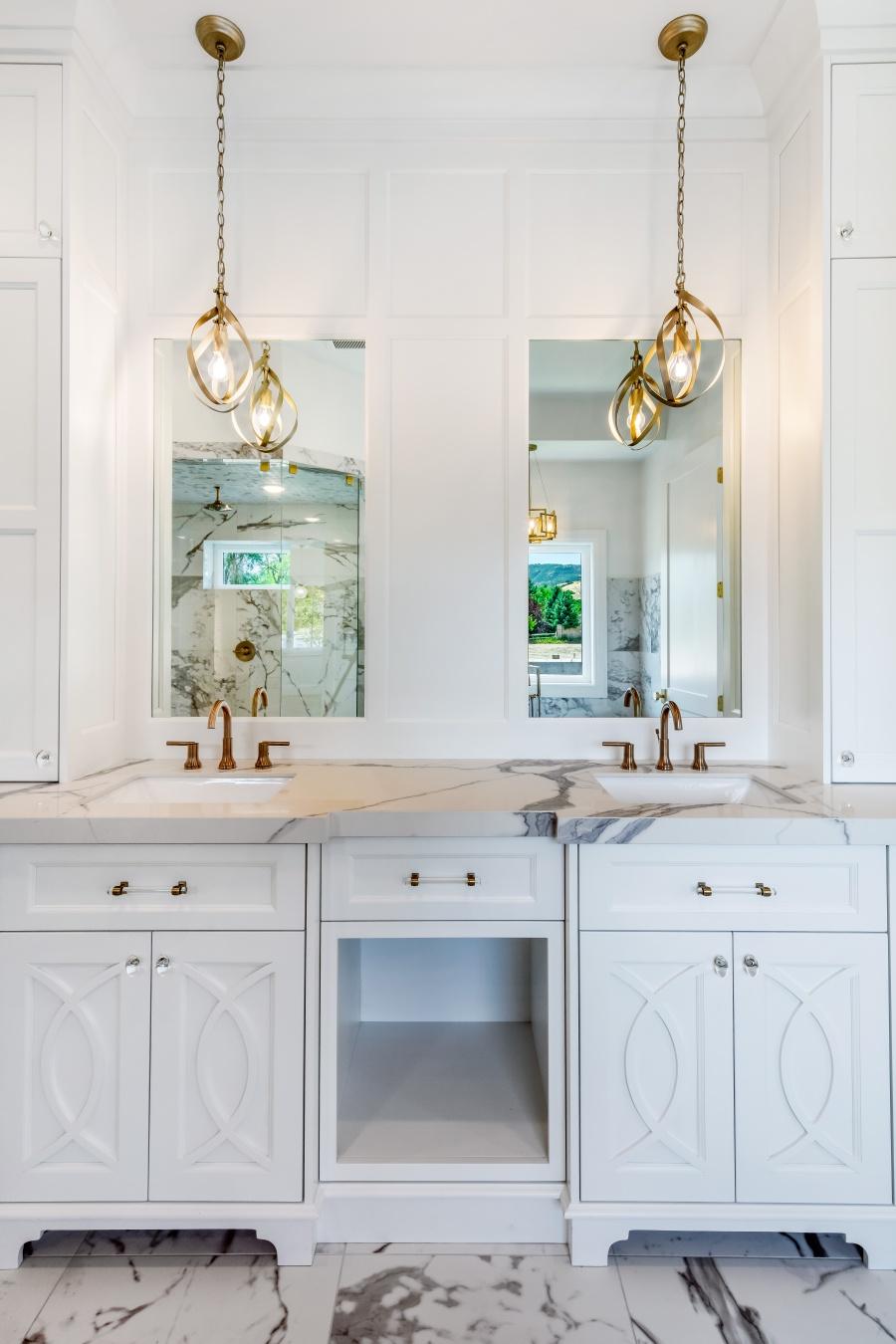 glam white marble master bathoom