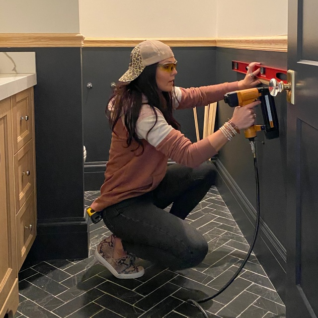 DIY wainscoting: Applied molding boxes